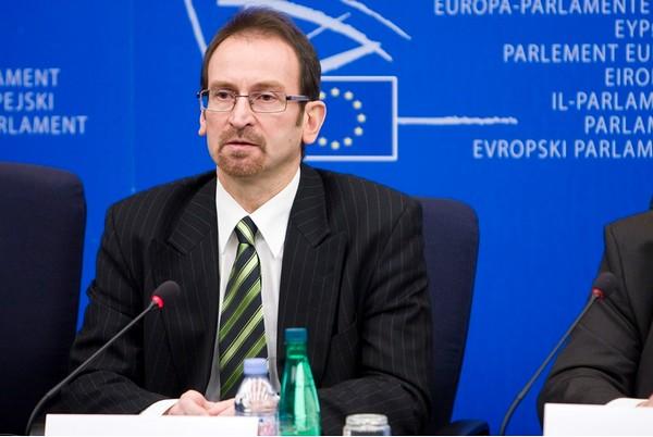 Szájer József, az Európai Parlament magyar néppárti delegációjának vezetője