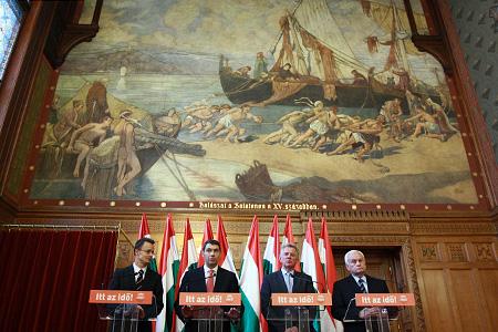 Szijjártó Péter, Lázár János, Schmitt Pál és Harrach Péter közösen tartottak sajtótájékoztatót