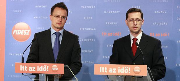 Szijjártó Péter és Varga Mihály a sajtótájékoztatón