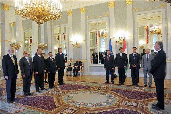 Július 21-én, a Sándor-palotában adta át megbízóleveleiket, Schmitt Pál köztársasági elnök. Fotó: MTI