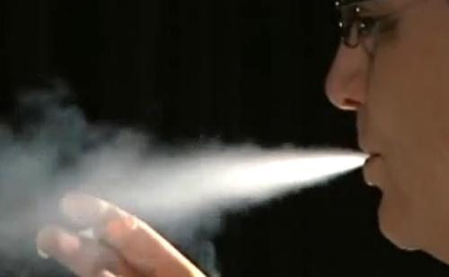 A törvény szerint az elektromos cigaretta gyógyszernek minősülő készítmény.