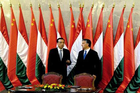 Orbán Viktor magyar kormányfő és Li Ko-csiang (Li Keqiang) kínai miniszterelnök-helyettes