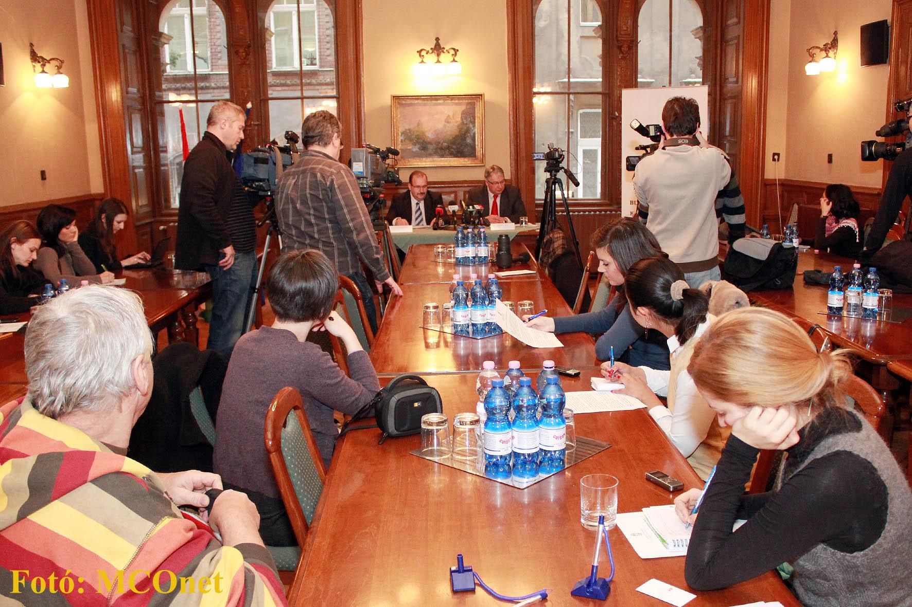 l Pesti Imre fővárosi kormánymegbízott tartott sajtótájékoztatót a program egyik vezetőjével, Prohászka Béla olimpiai bajnok mesterszakáccsal