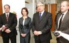 Szabó Erika és Pesti Imre köszöntötték a százezredik budapesti  kormányablakba látogatót
