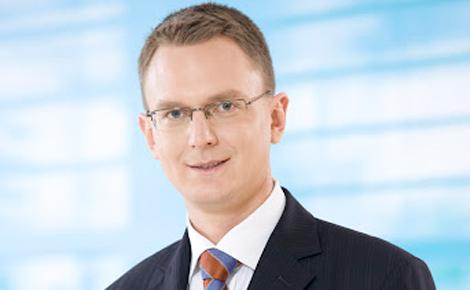 Dr. Rétvári Bence,