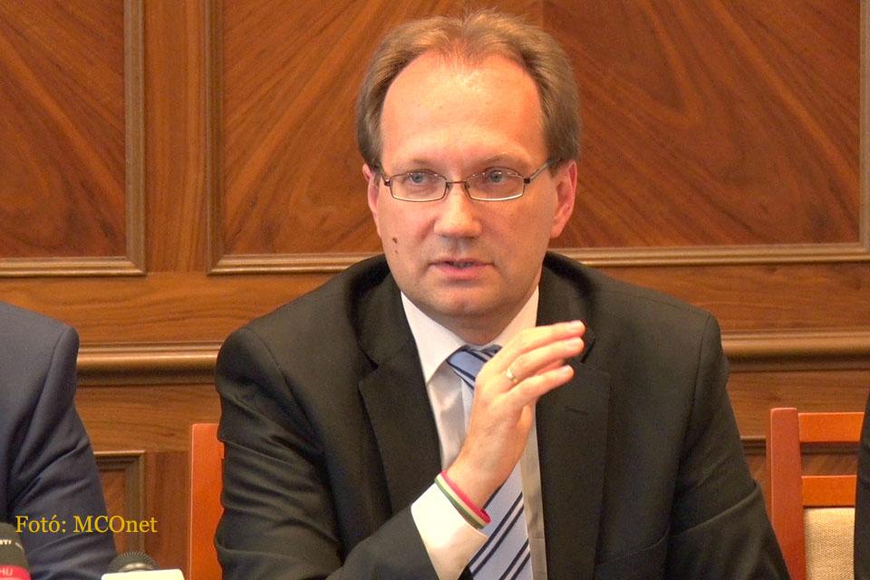 Dr. Hoppál Péter, az EMMI kultúráért felelős államtitkára