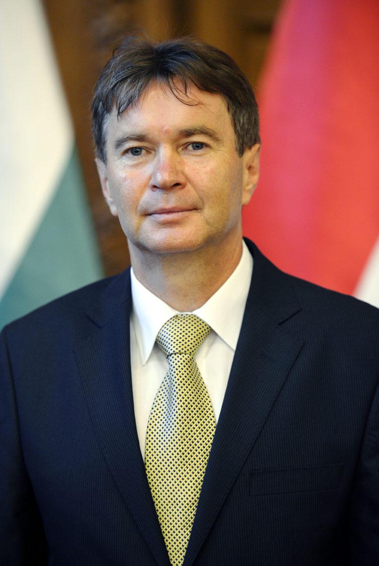 dr. Pajtók Gábor Heves megyei kormánymegbízott