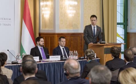 Német Befektetői Fórumon vett részt Szijjártó Péter és Varga Mihály