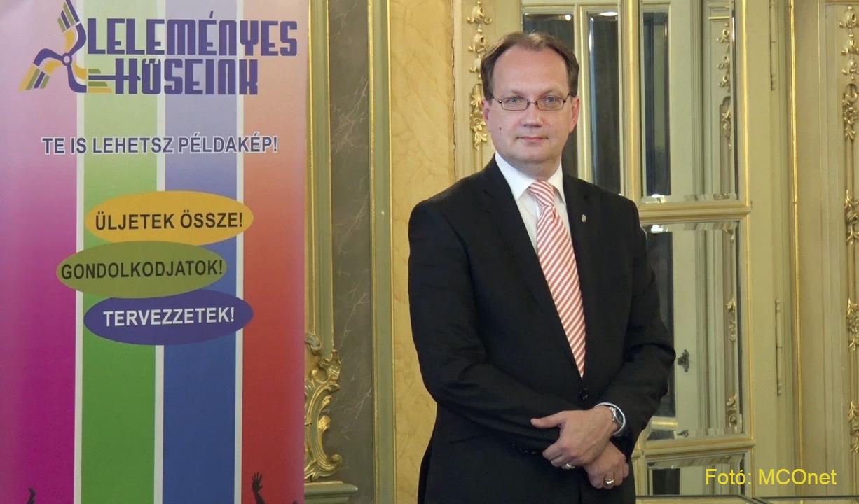 Dr. Hoppál Péter, az Emberi Erőforrások Minisztériumának kultúráért felelős államtitkára, Leleményes Hőseink, NMI
