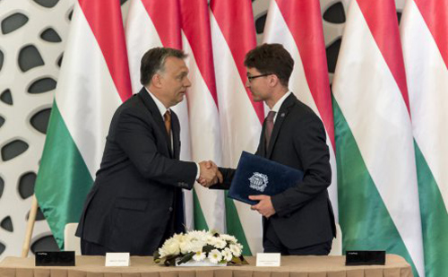Székesfehérvárral is együttműködést kötött a kormány