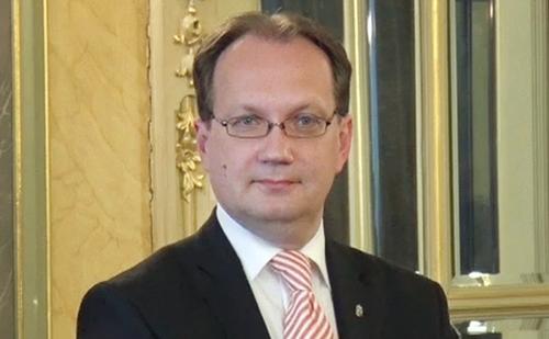 Nem szabad elengedni az értékteremtő közösségek kezét - interjú Hoppál Péter államtitkárral