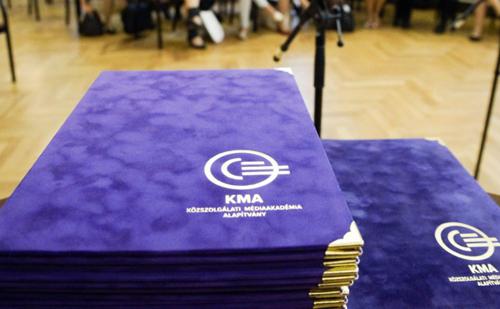 Gazsó L. Ferenc adta át a Közszolgálati Médiaakadémia Alapítvány díszokleveleit