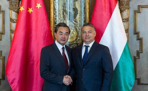 Kína külügyminiszterét fogadta a magyar miniszterelnök