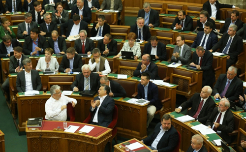Elfogadott költségvetéssel rendelkezik az ország a 2016-os esztendőre