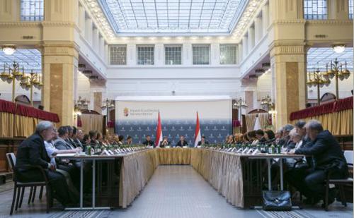 Varga Mihály: 44 szakképzési centrum jön létre