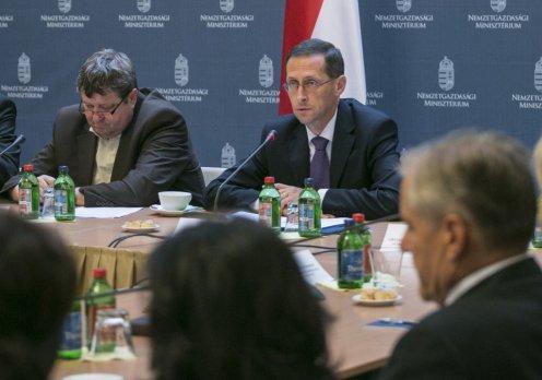 Varga Mihály nemzetgazdasági miniszter, szakképzési centrumok