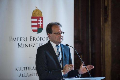 Dr. Hoppál Péter kultúráért felelős államtitkár