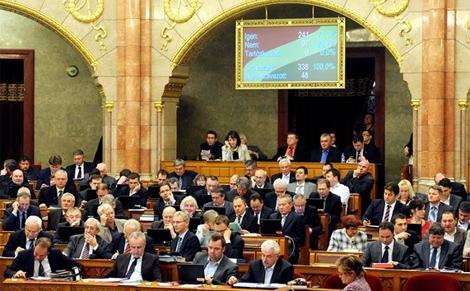 Az alapellátási törvénnyel kapcsolatban hozott döntést a Parlament