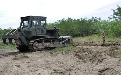 Elkezdte a déli határon a kerítés építését a Belügyminisztérium és a Honvédelmi Minisztérium