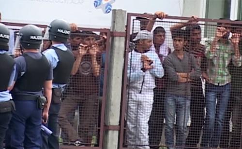 A menekülttáborokat a településeken kívülre telepítené a kormány