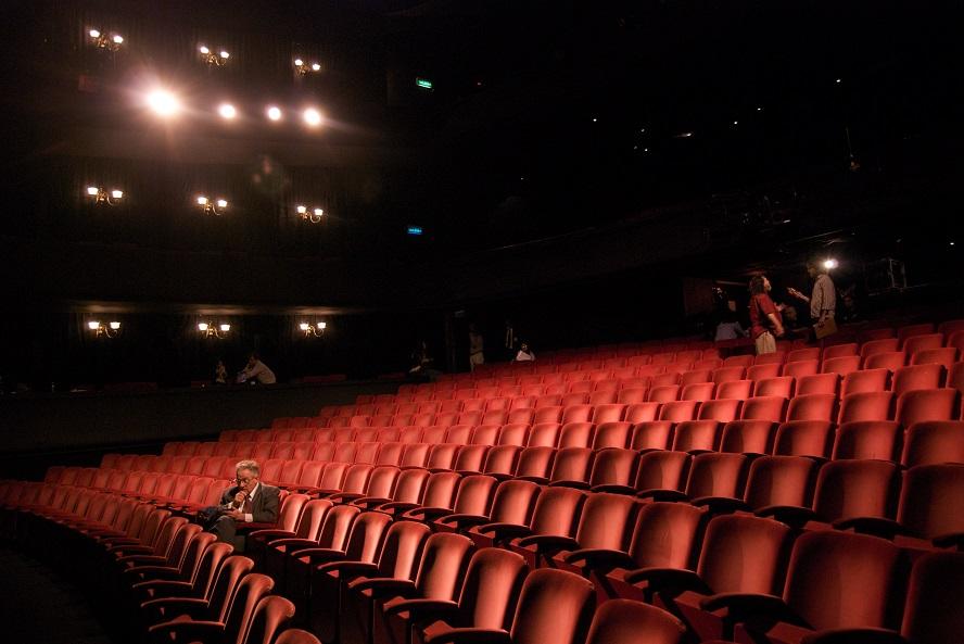 színházak támogatása