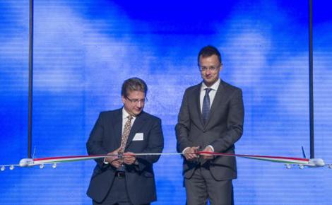 Szijjártó Péter adta át a GE 1,7 milliárdos munkahelyteremtő beruházását