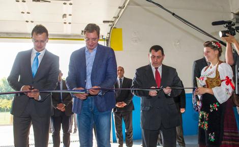 Magyar tulajdonú gyárat avatott Szerbiában Szijjártó Péter