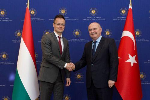 Szijjártó: támogatjuk a törökök EU-csatlakozását