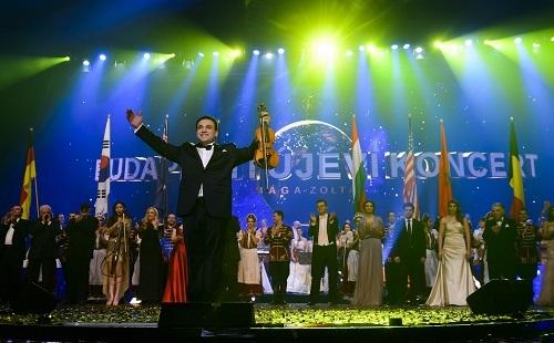 Placido Domingo sztárvendégeit hozza el magyar közönségének Mága Zoltán újévkor