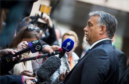 Orbán: a migráns válság után jöhet az EU politikai válsága, szétesése is
