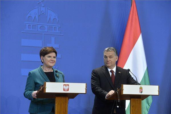 Orbán: a V4-eknek ki kell fejezniük, milyen Európát akarnak