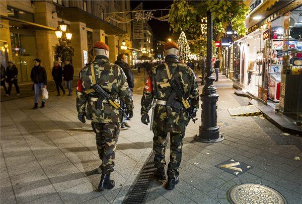 A járőröző katonai rendészek növelték az emberek biztonságérzetét