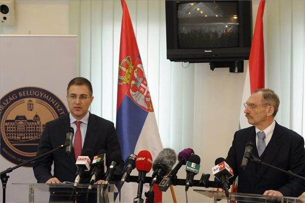 Belügyminiszteri találkozó a szerb-magyar határon