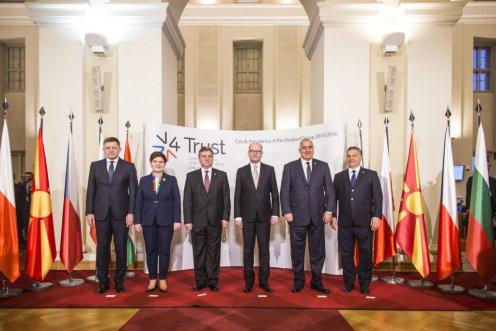 Orbán a V4-es értekezleten: a migrációs hullámot le kell állítani