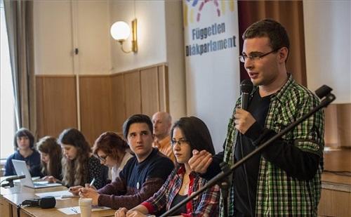 Rendkívüli Országos Diákfórumon tartottak a diákok