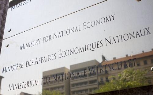 NGM: csökken a munkanélküliség, nő a foglalkoztatás