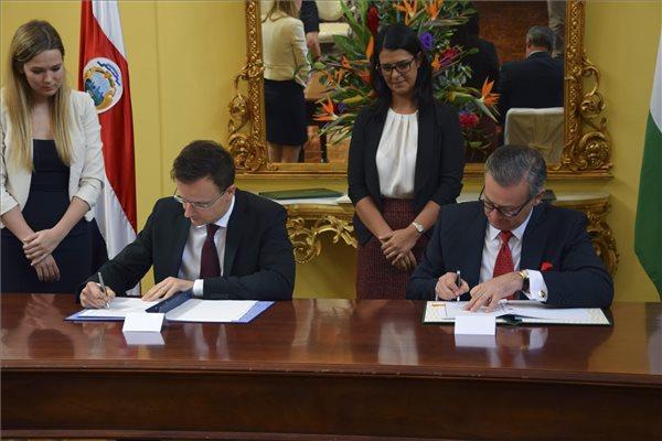 Szijjártó Péter megállapodásokat írt alá Costa Ricaban