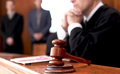 Trócsányi: három ütemben emelik a bírók bérét