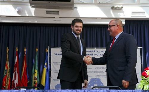 A kárpátaljai magyarság megsegítéséről írtak alá megállapodást