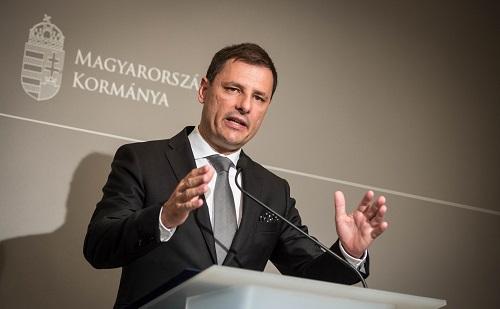 Rogán: a külföldön tartózkodók vegyék komolyan a hatóságok figyelmeztetéseit