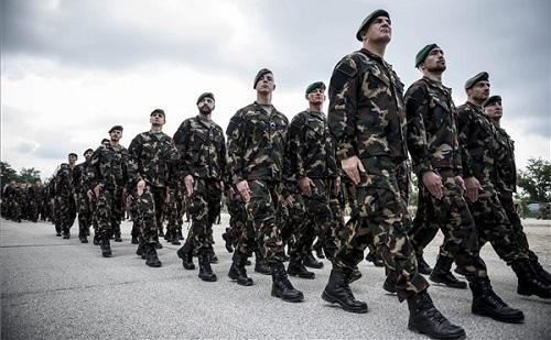 Katonákat búcsúztatott a honvédelmi miniszter Tatán