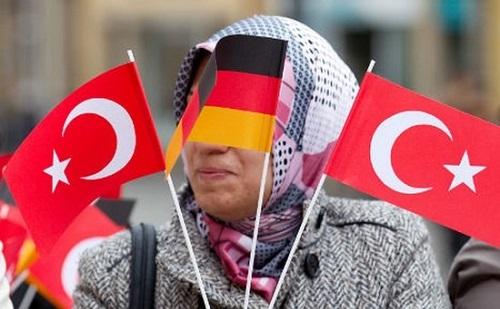 Merkel: Németország sokáig nem foglalkozott megfelelően a menekültek témájával