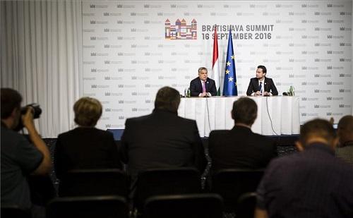 EU csúcs:  nem sikerült megváltoztatni a bevándorláspolitikát