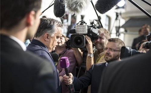 Orbán több tiszteletet kért Schulztól