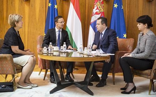 A szerb külügyminiszter hivatalos látogatást tesz