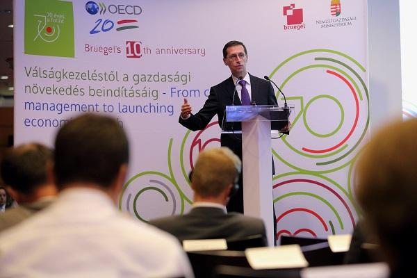 Válságkezeléstől a gazdasági növekedés beindításáig konferencia