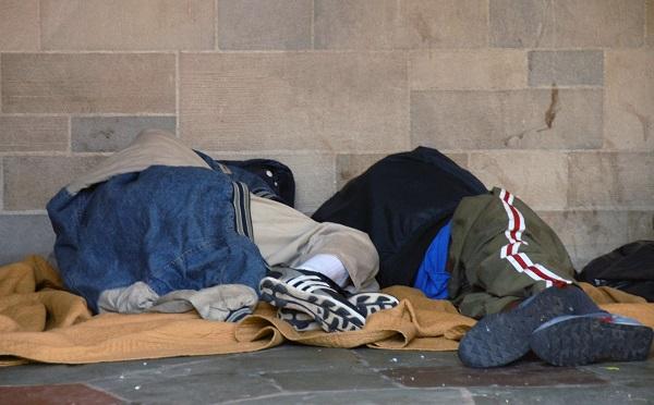 Három programmal segít a kormány a hajléktalanságon