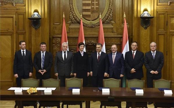 Aláírták a bérmegállapodásokat