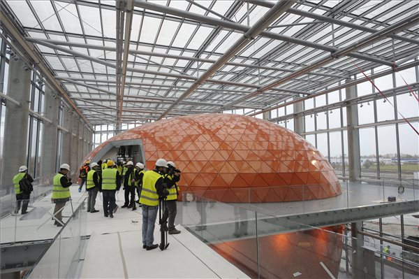 Befejezéséhez közeledik a szegedi lézerközpont építése
