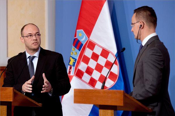 Davor Ivo Stier horvát kül- és Európa-ügyi miniszter és Szijjártó Péter külgazdasági és külügyminiszter